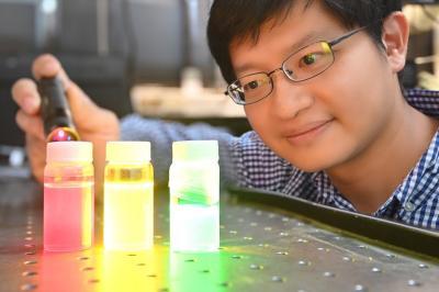 Perovskite-based self-healing quantum dots emitter photo